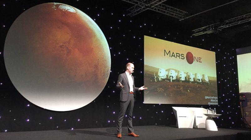 стъпят на Марс