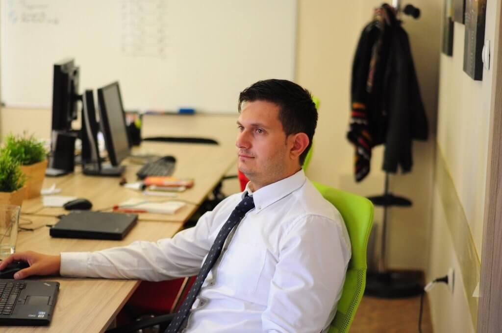 Любомир Атанасов на работа в компанията SEOMAX която помага да оптимизираме сайтовете си за Google