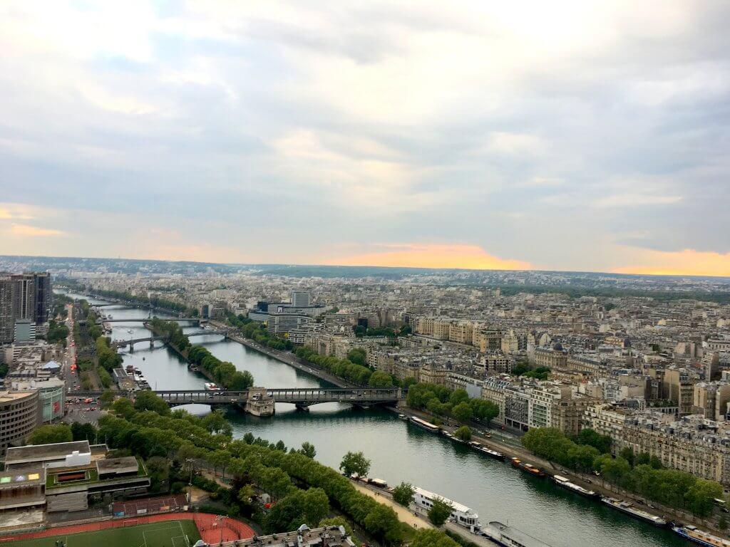 Изглед към р. Сена в Париж
